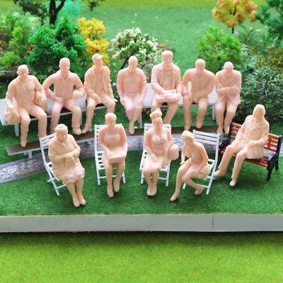 P2510 NEU 12 Stk. verschieden sitzende unbemalte Figuren Spur G 1:22.5-1:25