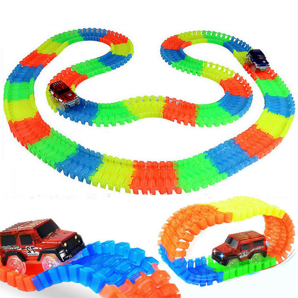 PISTA A CORSA MAGIC TRACKS CON AUTO X BAMBINI LIGHT UP LED LUMINOSA 162 O 220PZ