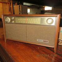 VINTAGE GE RADIO (NEW PRICE)