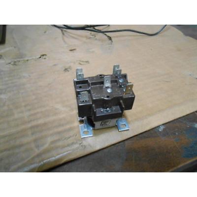 Honeywell R8222b1067r8800b1018 Spdt Power Relay 24 Volt Coil 78899