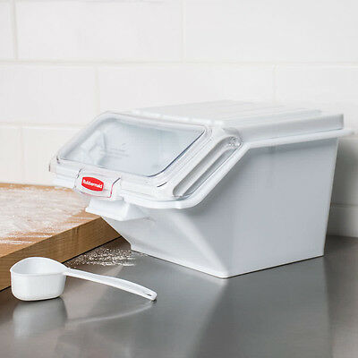 Rubbermaid 2.6 Gallon Prosave Shelf Ingredient Bin With 12 Cup Measuring Scoop