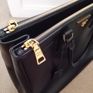 d150f8b6fbd5 GENUINE Prada Black Saffiano Tote Bag Large  1499 NON NEGOTIABLE ...
