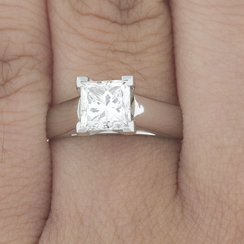 GIA Certified Diamond Engagement Solitaire Ring 1.00 Carat Princess Cut VVS1 18K
