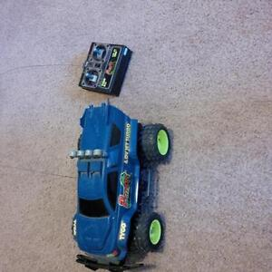 TYCO RC REMOTE COnTROL CAR Windsor Region Ontario image 3
