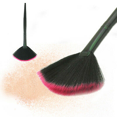 how to use fan shaped makeup brush