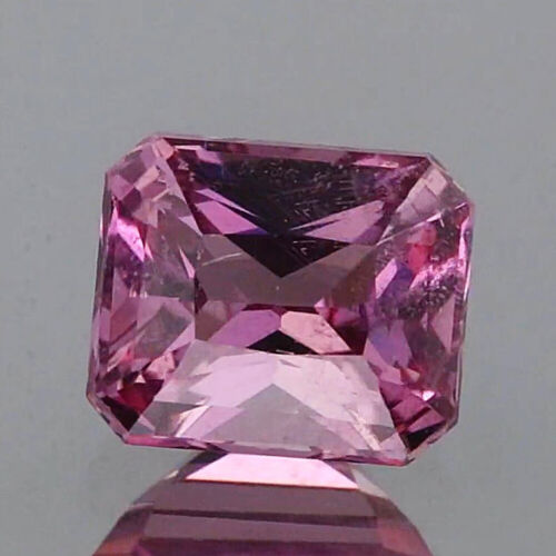 Video_0.79cts_Natural Malaya Garnet_Tanzania_Vivid Purplish Pink_Emerald_2p685