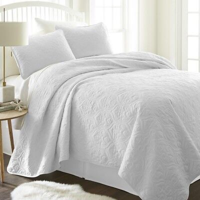 Quilted Coverlet and Pillow Set Hypoallergenic and Antimicro