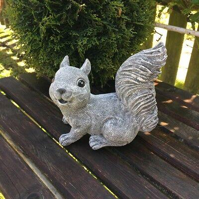 Dekofigur für Garten Tisch - Gartenfigur Eichhörnchen, Terassendeko Steinguss