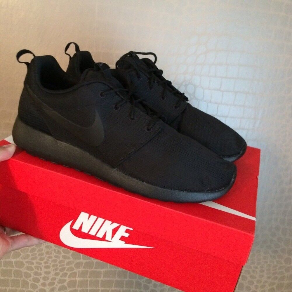 c7b6f8c9d890 Nike Roshe Run Trainers Triple Black