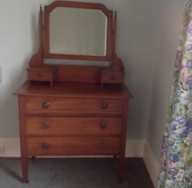 Edwardian mahogany dressing table & chest of drawers