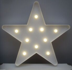 BRAND NEW BOXED WHITE STAR WALL SIGN WARM WHITE GLOBE LED LIGHTS - CHRISTMAS