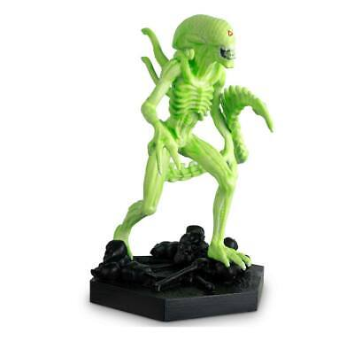 The Alien Vs Predator Figurine Collection GITD 14cm 1/16 Vision Xenomorph
