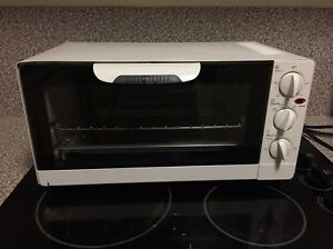 Compact toaster oven Pimlico Townsville City Preview