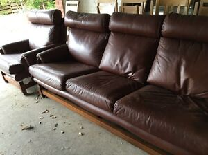 Moran leather couches Lilydale Yarra Ranges Preview