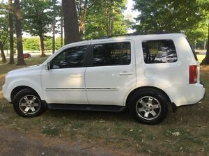 2009 HONDA PILOT TOURING (FULLY LOADED LEATHER INTERIOR)