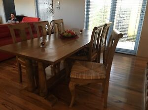 Selling dining suite Southern River Gosnells Area Preview