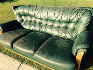 Free.  Leather lounge Tinana Fraser Coast Preview