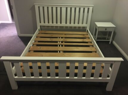 Queen bed - white