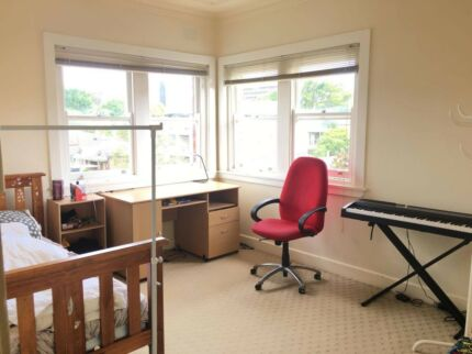 Big fully furnished single room (close to bus stop/ coles)