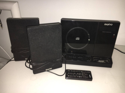 Sayno Stereo System With Speakers