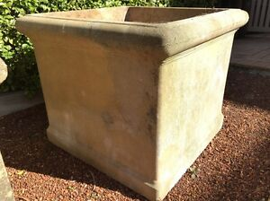 **FREE** Concrete pot to takeaway in Lower North Shore Willoughby Willoughby Area Preview