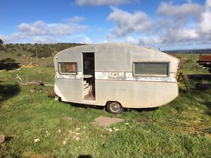 1960's Globe Trotter Boston Lower Eyre Peninsula Preview