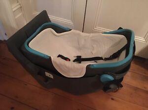 Safe n Sound baby car capsule Mosman Mosman Area Preview