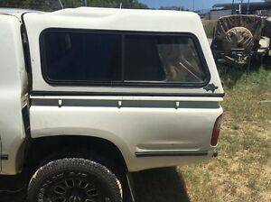 2004 hilux canopy Townsville Townsville City Preview