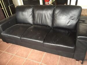 FREE leather couch Cheltenham Kingston Area Preview