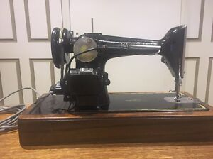 Singer sewing machine Bedford Park Mitcham Area Preview