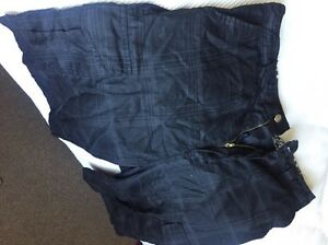 Men's pinstriped shorts m size Maryville Newcastle Area Preview