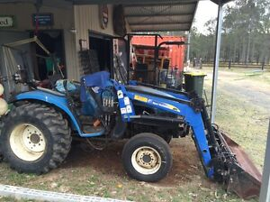 Tractor North Rothbury Cessnock Area Preview