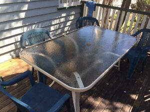 FREE outdoor table and chairs. Milton Brisbane North West Preview