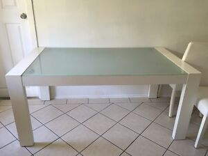 DINING TABLE $100 ONO Valentine Lake Macquarie Area Preview