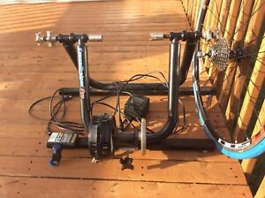Computrainer Professionnel Model 8001, with new training wheel