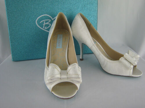 New Betsey Johnson Blue ivory lace peep toe heels with bow, size 8M