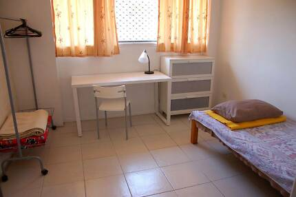 One bed room available after girl share in Murarrie