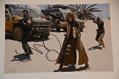 Milla Jovovich signed Resident Evil Extinction 20x30 Foto Autogramm / Autograph