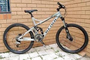 Giant Reign 3 dual suspension mountain bike