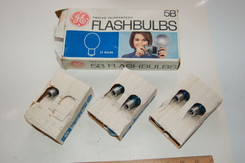 VINTAGE GE 5B FLASHBULBS, 11 BULBS IN PACKAGE, NEW