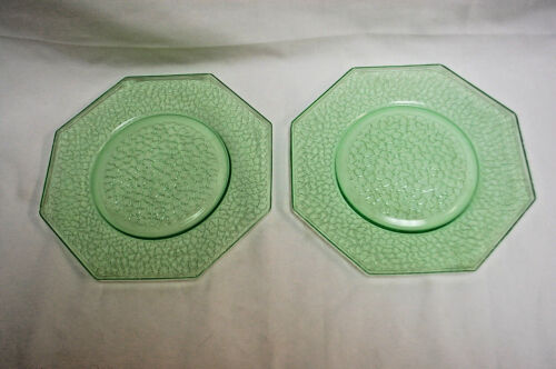 "L.E. Smith Green Uranium Crackle Glass 8"" Octagon Salad Plates  Lot of 2  S8337"
