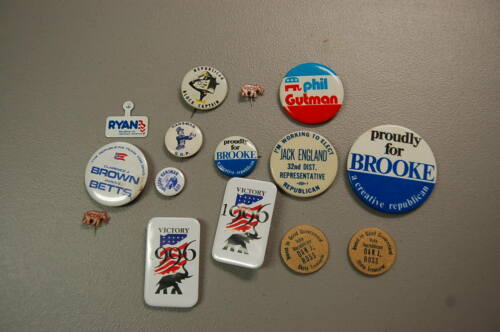 Lot of 15 Republican  Political Pins/Buttons  Hansman, Nixon, Brooke<  etc.