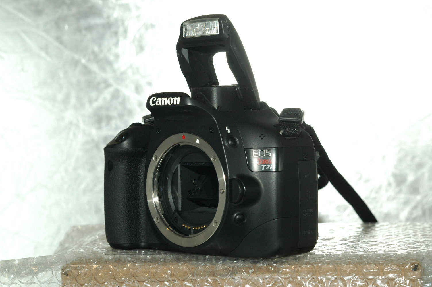 Canon EOS Rebel T2i 550D 18.0MP Digital SLR Camera Body Lowepro- Mini Camera Bag - $138.50