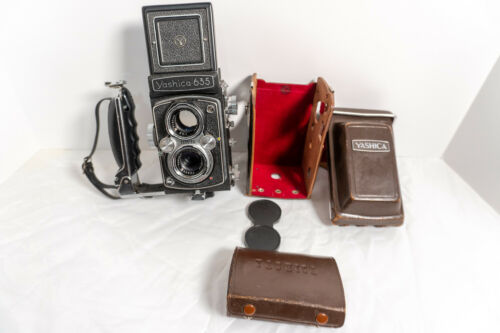 Yashica 635 Medium Format TLR with 35mm Conversion Kit, Case, TESTED WORKS GREAT
