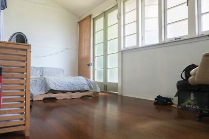 Sharehouse ROOMS for rent in Herston/Brisbane close to QUT