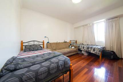 MASTER TWIN SHARED ROOM W/ EN-SUITE BATHROOM FOR 1 MALE ROOMIE