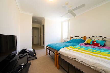 MASTER TWIN SHARED ROOM WITH POOL AND GYM FACILITY