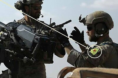 US SFG Green Berets SP OPS wearing vel©®⚙ YPG Insignia in Syria Northern (Wear Army Beret)