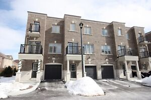 FOR LEASE! Beautiful 3 Bedroom Town!
