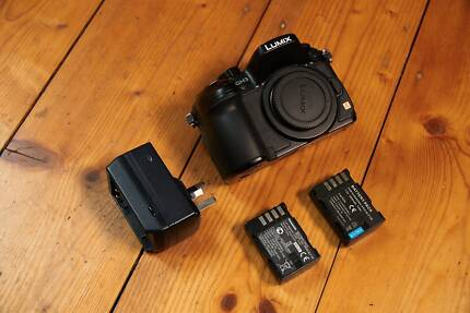 Panasonic GH3 with 2 batteries, Charger and Case